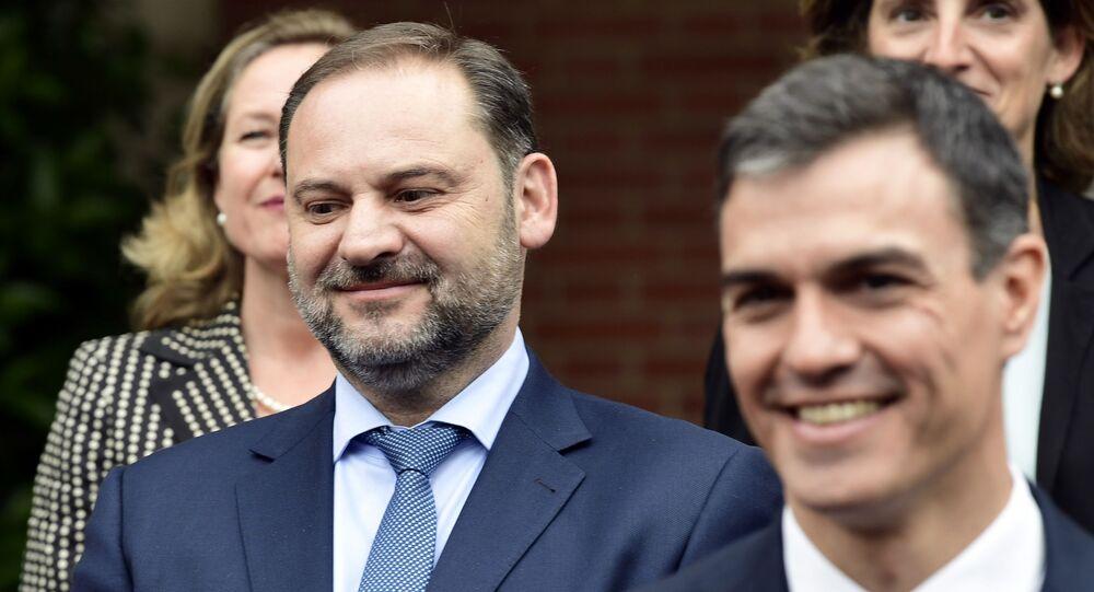 José Luis Ábalos junto a Pedro Sánchez
