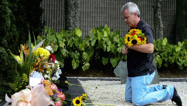 Jhon Jairo VelásquezVásquez, 'Popeye', sicario colombiano, junto a la tumba del narcotraficante colombiano Pablo Escobar - Sputnik Mundo