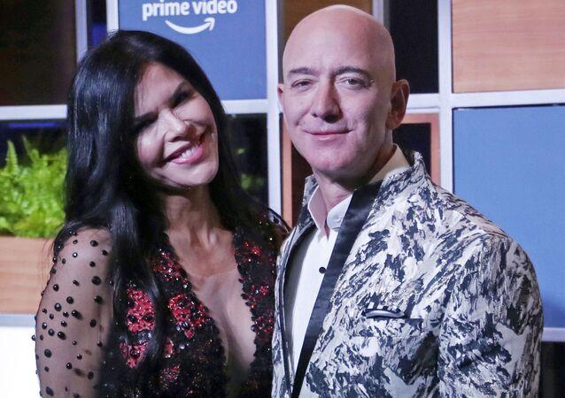 Jeff Bezos junto a su pareja, Lauren Sanchez