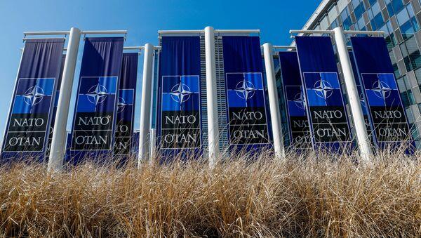 El logo de la OTAN en un nuevo edificio en Bruselas - Sputnik Mundo