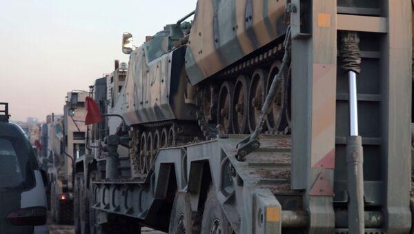 Traslado de vehículos blindados turcos a Idlib - Sputnik Mundo