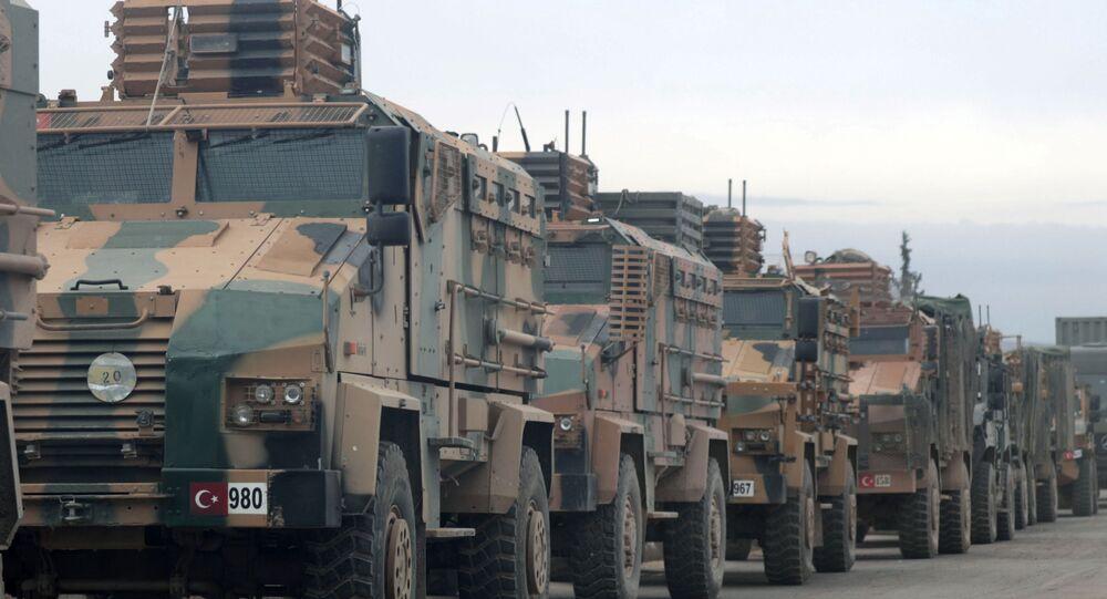 Blindados militares turcos cerca de Idlib, Siria
