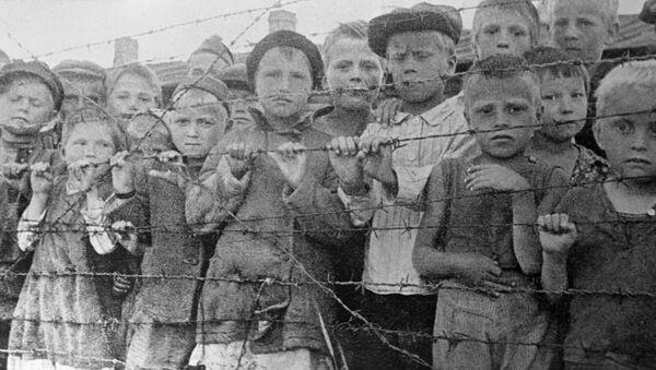 Niños en el campo de concentración de Majdanek, Polonia (imagen referencial) - Sputnik Mundo
