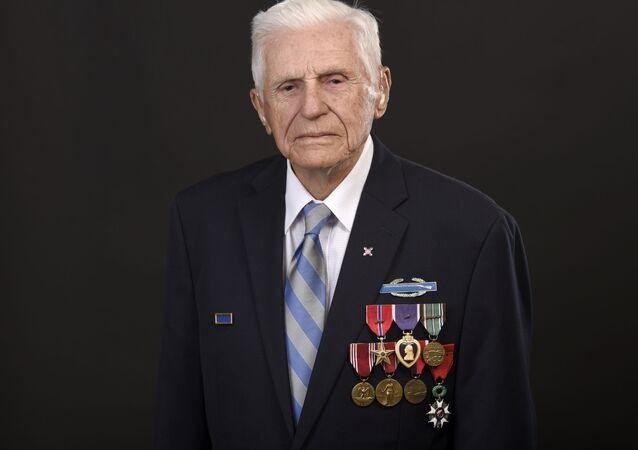 Steven Melnikoff, sargento veterano de la Segunda Guerra Mundial