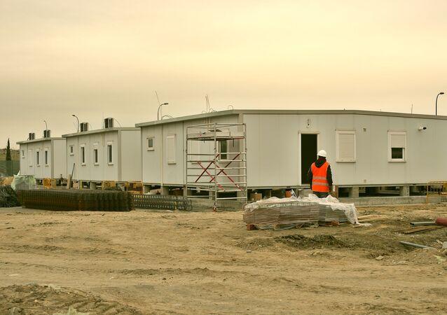 Barracones para refugiados en el sur de Madrid, durante su construcción