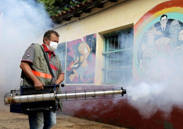 La fumigación por la emergencia sanitaria en Paraguay por dengue