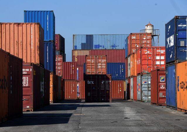Contenedores con mercancía (imagen referencial)
