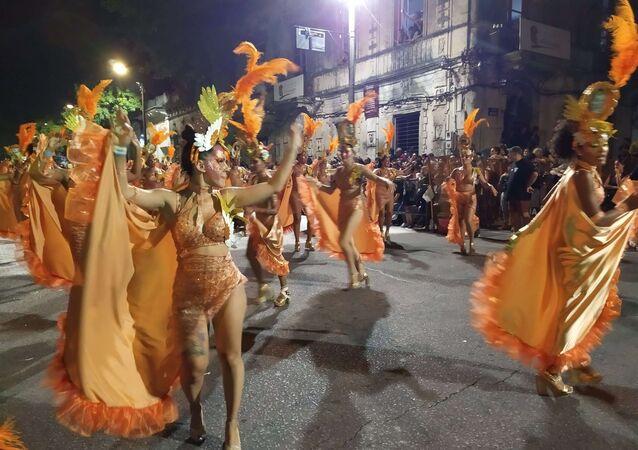 A ritmo del candombe, Montevideo vibró con su tradicional 'desfile de llamadas'
