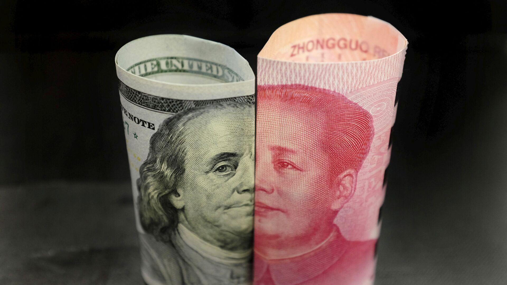 Billetes de 100 dólares y 100 yuanes (imagen referencial) - Sputnik Mundo, 1920, 28.02.2021