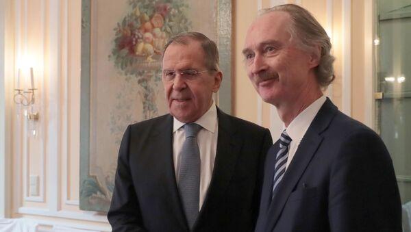 El ministro de Exteriores de Rusia, Serguéi Lavrov, y el enviado especial de la ONU para Siria, Geir Pedersen, - Sputnik Mundo