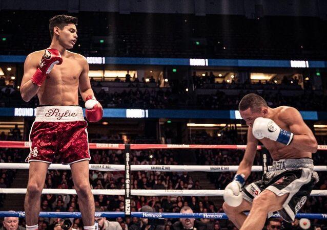 Ryan García deja inconsciente a su oponente con un nocaut a los 80 segundos