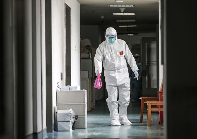 El personal médico de uno de los hospitales de Wuhan (archivo)