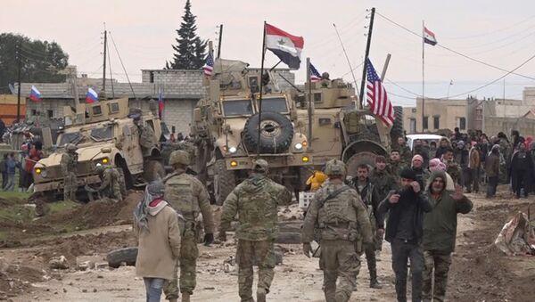 El convoy militar de EEUU cerca de la aldea de Khirbet Ammo - Sputnik Mundo