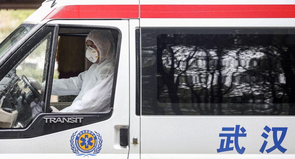 Una ambulancia en Wuhan, China