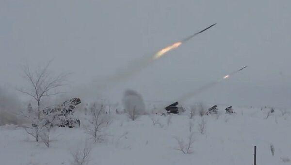 Los artilleros rusos ponen a prueba los lanzacohetes múltiples Grad modernizados - Sputnik Mundo
