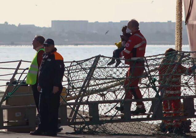 Migrantes rescatados en el barco Ocean Viking