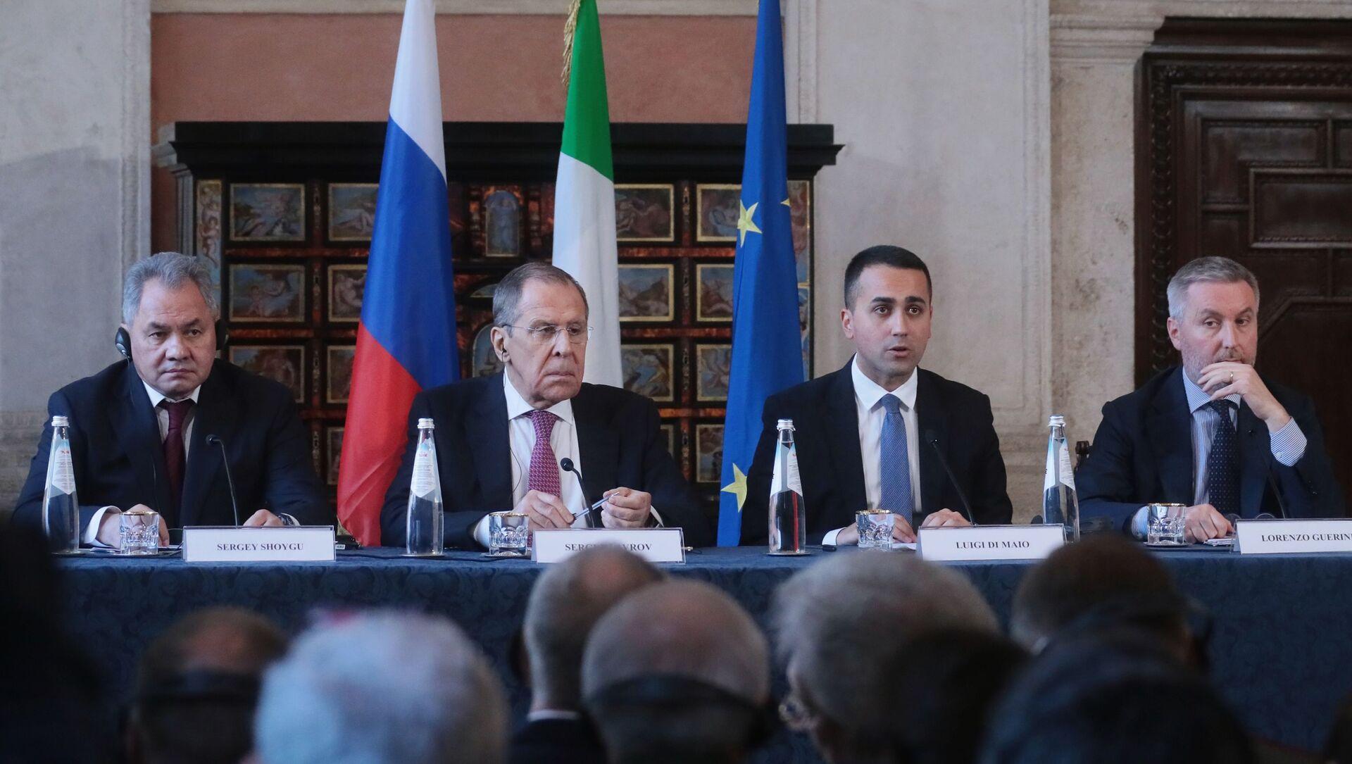El canciller de Rusia, Serguéi Lavrov, y el el canciller italiano, Luigi Di Maio - Sputnik Mundo, 1920, 18.02.2020