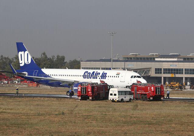 El avión incendiado de la compañía GoAir en Ahmedabad, La India