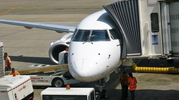 Avión de Conviasa en aeropuerto de Maiquetía - Sputnik Mundo