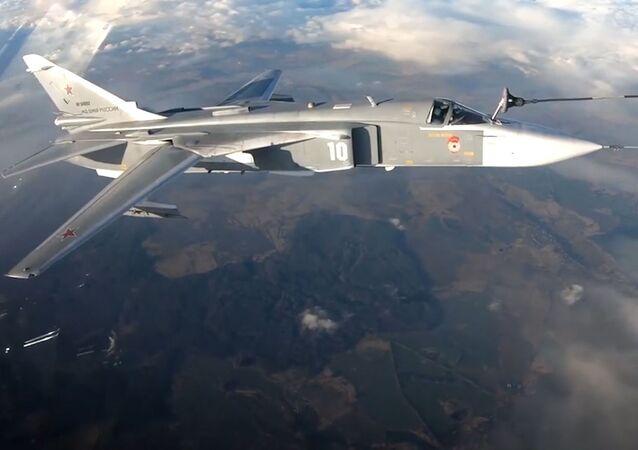 Un Il-78 reposta varios cazas y bombarderos en un vuelo