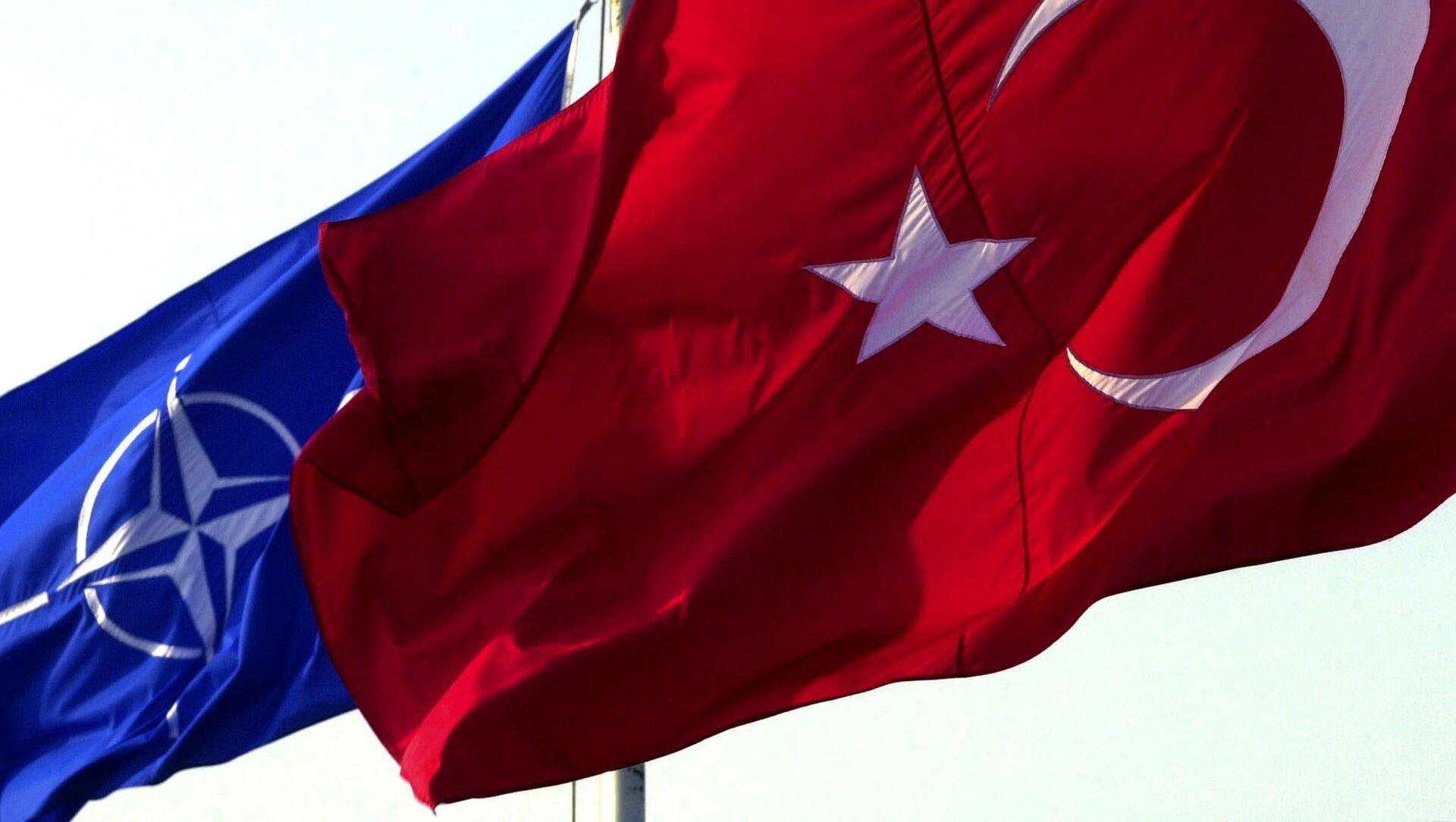 Banderas de la OTAN y de Turquía - Sputnik Mundo, 1920, 19.02.2020
