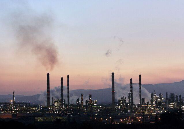 Refinería en Tarragona (imagen referencial)