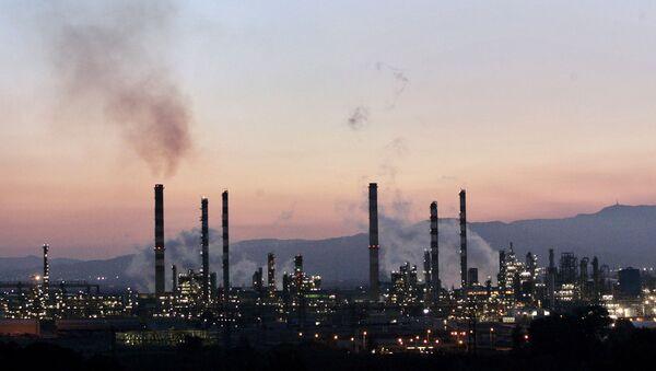Refinería en Tarragona (imagen referencial) - Sputnik Mundo