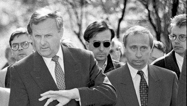Anatoli Sobchak y Vladímir Putin (archivo) - Sputnik Mundo
