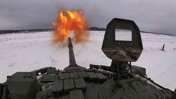 El modernizado tanque ruso T-72 se pone a prueba - Sputnik Mundo