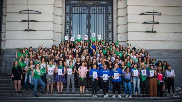 Protestas en Argentina por la legalización del aborto - Sputnik Mundo