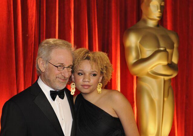Steven Spielberg y su hija Mikaela Spielberg