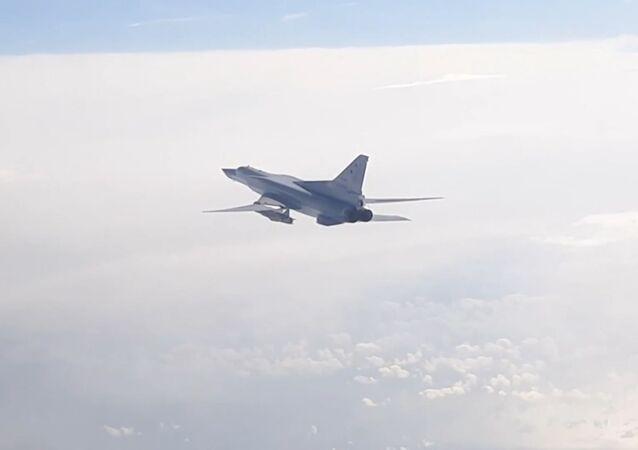 Así surcan el cielo los Tu-22M3 modernizados sobre el mar Negro