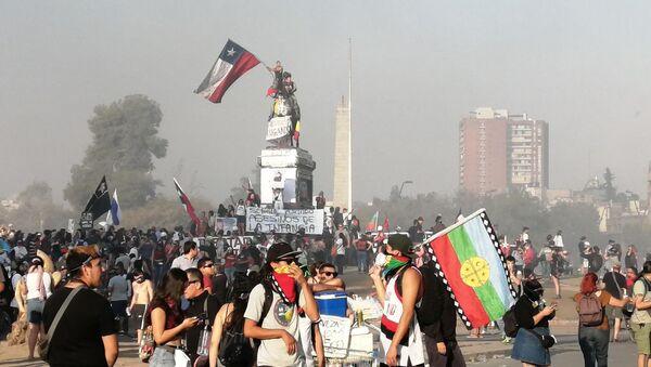 Manifestantes en la Plaza de la Dignidad, Santiago de Chile - Sputnik Mundo