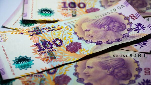 Billetes de cien pesos argentinos - Sputnik Mundo
