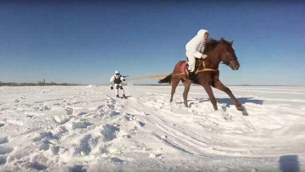 Skijoring militar ruso - Sputnik Mundo