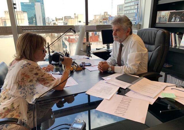 Telma Luzzani habla con el embajador argentino Daniel Filmus