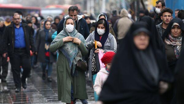 Dos mujeres iraníes con tapabocas - Sputnik Mundo