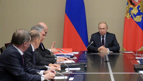 El presidente ruso, Vladímir Putin, con los miembros del Consejo de Seguridad - Sputnik Mundo