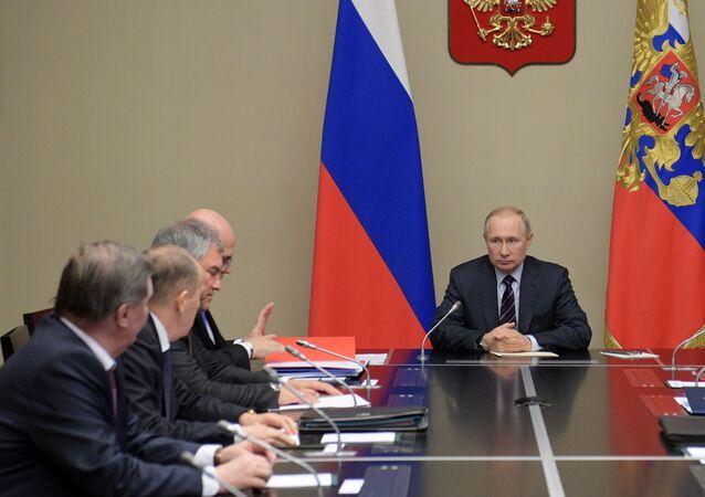 El presidente ruso, Vladímir Putin, con los miembros del Consejo de Seguridad