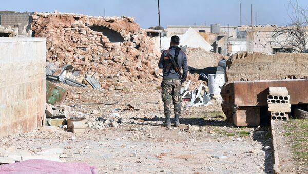 Un militar sirio en Idlib (archivo) - Sputnik Mundo