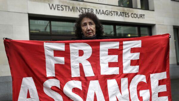 Una protesta contra la extradición de Julian Assange - Sputnik Mundo