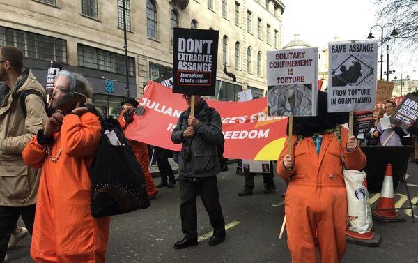 Manifestación contra la extradición de Julian Assange - Sputnik Mundo