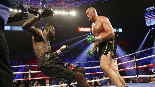 La pelea por el cinturón del WBC en pesados entre Tyson Fury y Deontay Wilder  - Sputnik Mundo