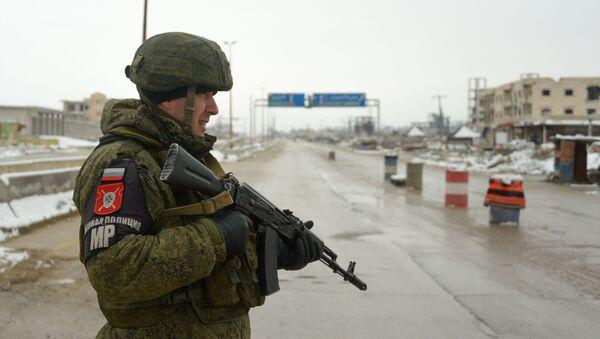 Un militar ruso en Siria - Sputnik Mundo