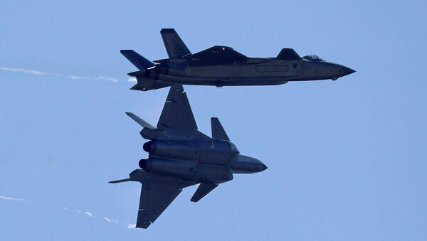 Cazas chinos de la quinta generación J-20 - Sputnik Mundo