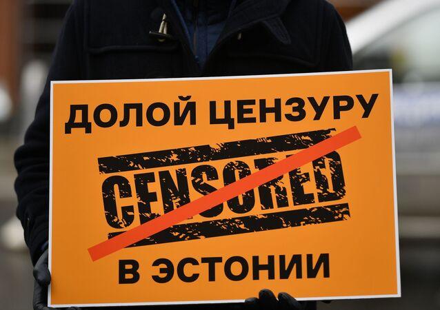 Manifestación frente a la Embajada estonia