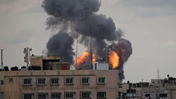 Bombardeos en la Franja de Gaza - Sputnik Mundo