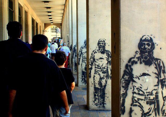 Grafitis de Néstor Kirchner como El Eternauta