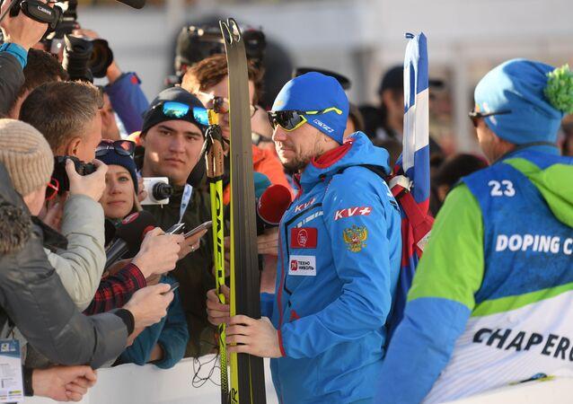 Deportista Alexandr Lóguinov en el Mundial de Biatlón de Italia