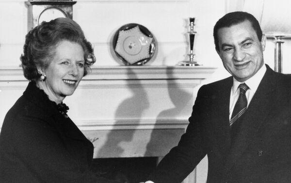 Hosni Mubarak y la primera ministra británica, Margaret Thatcher - Sputnik Mundo